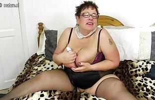 મોટા स्तन સોનેરી હસ્તમૈથુન પરિપક્વ
