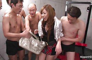 યુવાન જાપાનની સ્કૂલ ગર્લ અને ગેંગબેંગ સક્સમાં ચૂસી