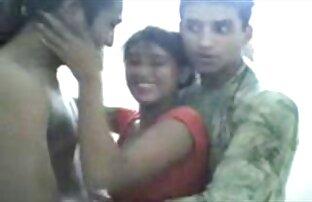 બે શરમજનક પાકિસ્તાની છોકરી તેના બે મિત્રો સાથે મસ્તી કરે છે